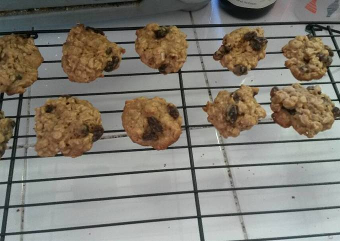Recipe Delicious Vanishing Oatmeal Raisin Cookies