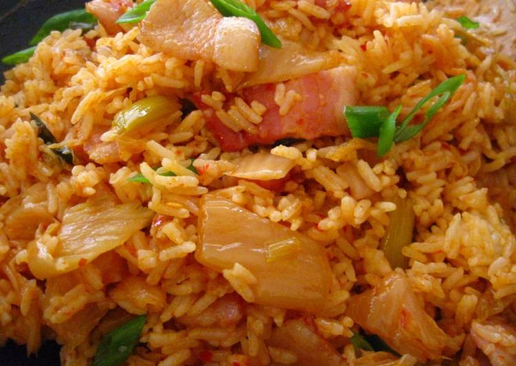 Recipe: Tasty Bacon Kimchi Fried Rice (김치볶음밥)