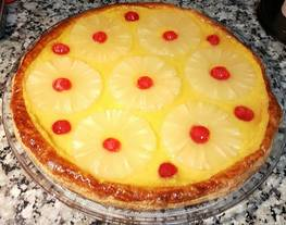 Tarta de hojaldre con piña?y crema pastelera de coco y ron