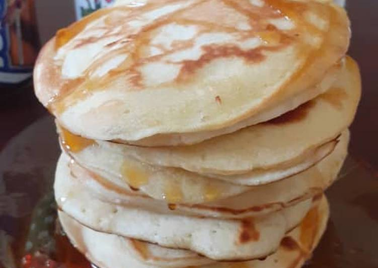 Fluffy Pancakes drizzled with honey