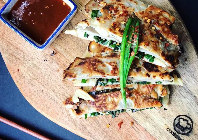 Chives Pancake With Mushroom (pancake daun kucai bersama cendawan)