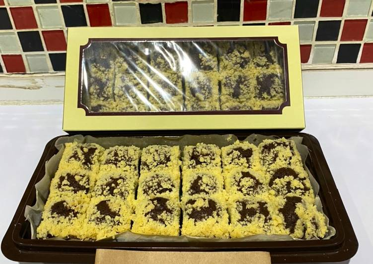 Streusel Banana Brownies