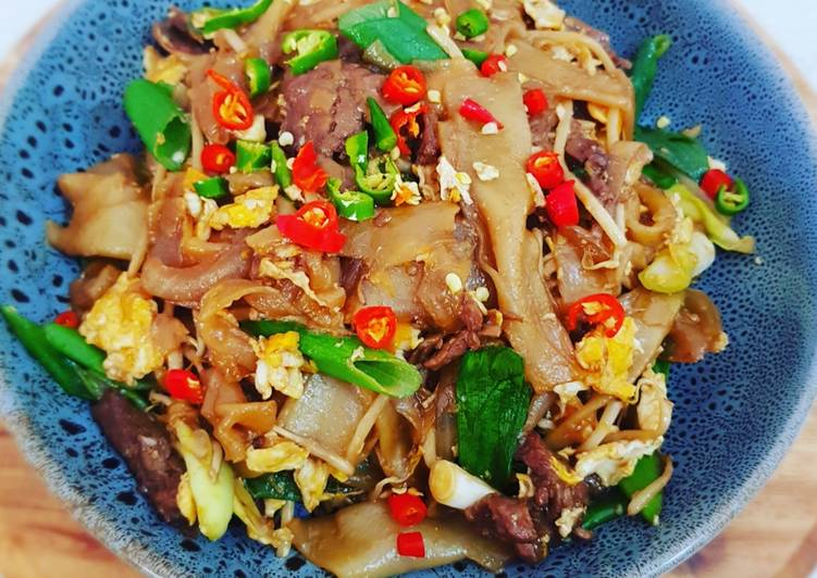 Stir Fried Beef With Flat Rice Noodles Kwetiau Goreng Sapi Recipe By Kezia S Kitchen Cookpad