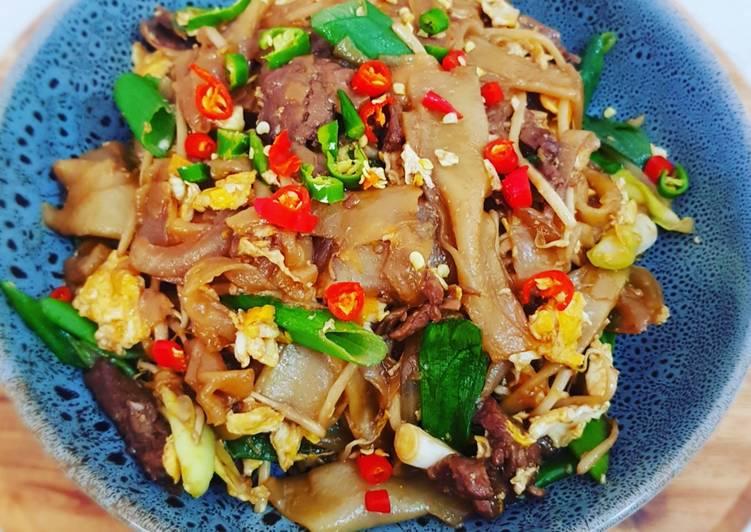 Stir Fried Beef With Flat Rice Noodles Kwetiau Goreng Sapi Recipe By Kezia S Kitchen Cookpad