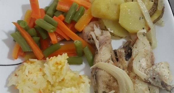 Como Hacer Filet De Pescado Al Vapor Con Vegetales Arroz Y Papita Al Horno Cocinar En Casa