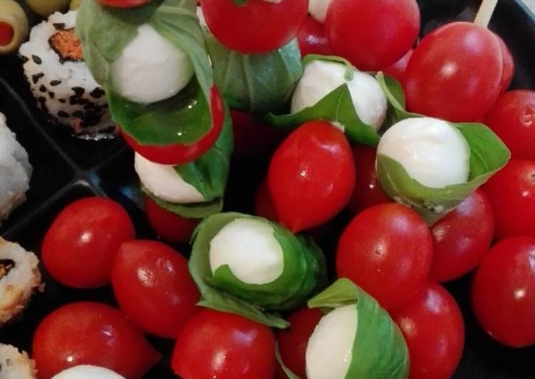Pinchos tomate mozzarella
