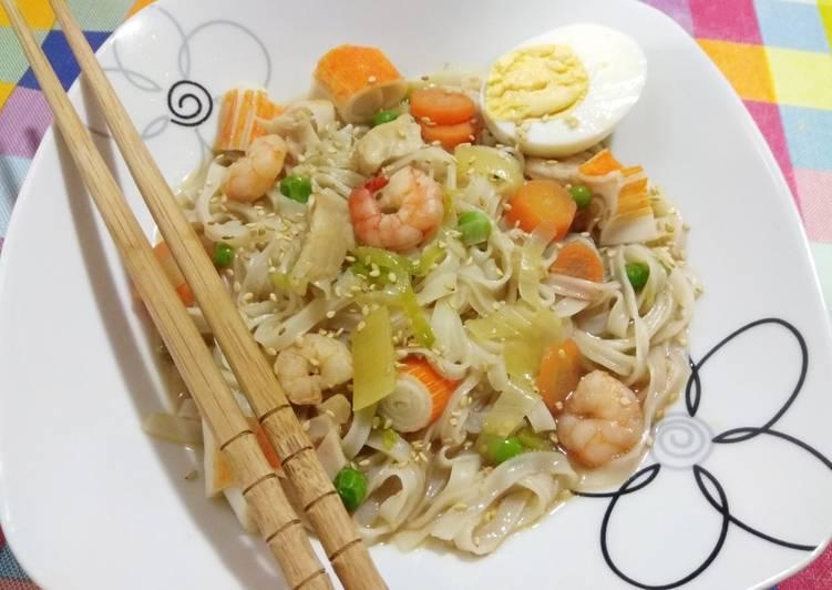 Sopa de pescado con Tallarines de arroz