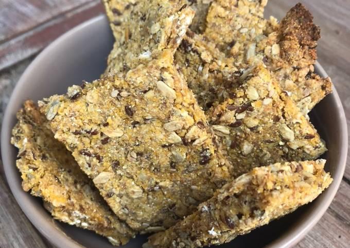 Crackers integrali con fiocchi di avena, semi oleaginosi e farina di mais