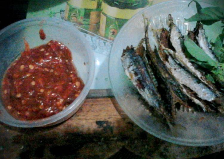 Ikan laut goreng sambal terasi