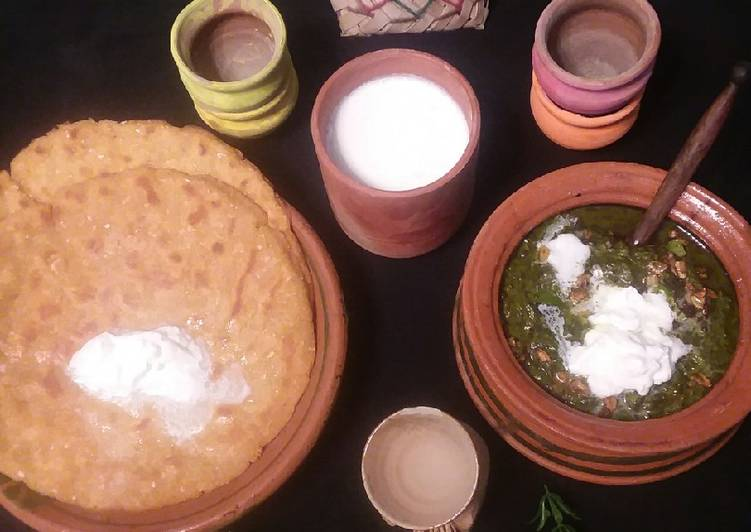 Punjabi saag with makia ki roti