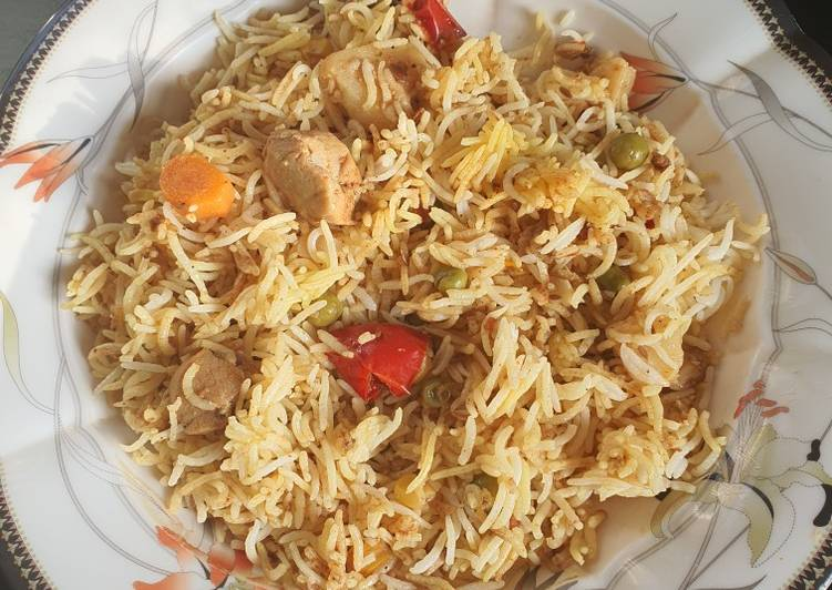 Boneless chicken and vegetable rice
