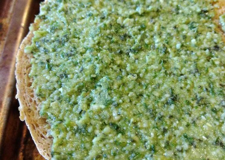 Basil pine nuts pesto