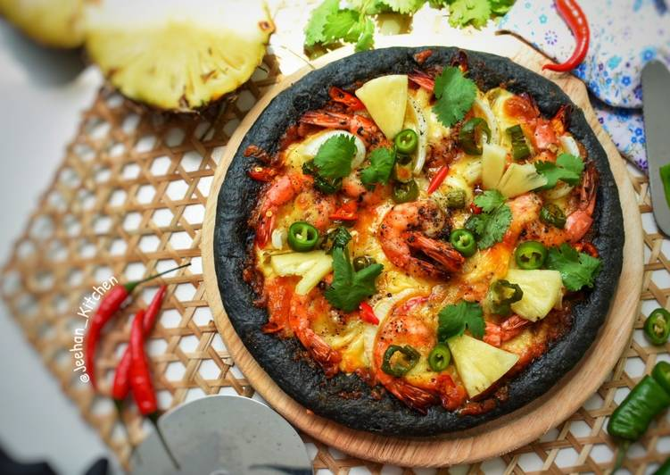 Resepi:  Black PIZZA Shrimp Pineapple and Jalapenos  Terbaru