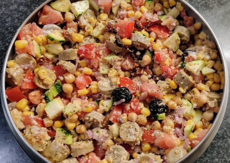 Une grosse salade improvisée avec un peu de tout (vegan)