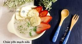 Hình ảnh món Cháo yến mạch hữu cơ nấu chuối mix dâu tây, rắc bột chùm ngây sấy lạnh, và hạt gai dầu hữu cơ ❤️