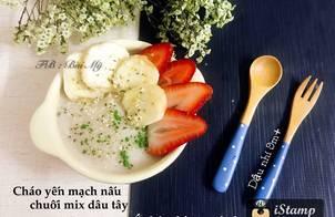 Cháo yến mạch hữu cơ nấu chuối mix dâu tây, rắc bột chùm ngây sấy lạnh, và hạt gai dầu hữu cơ ❤️