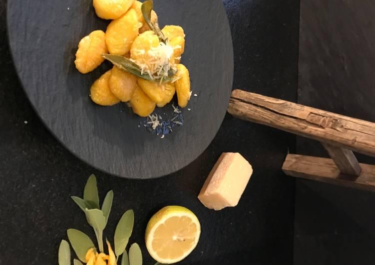 Herbstliche Kürbis-Kartoffel-Gnocchi in Salbeibutter