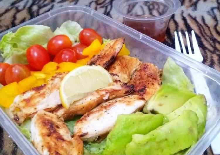 Easy Diet Menu: Avocado chicken salad