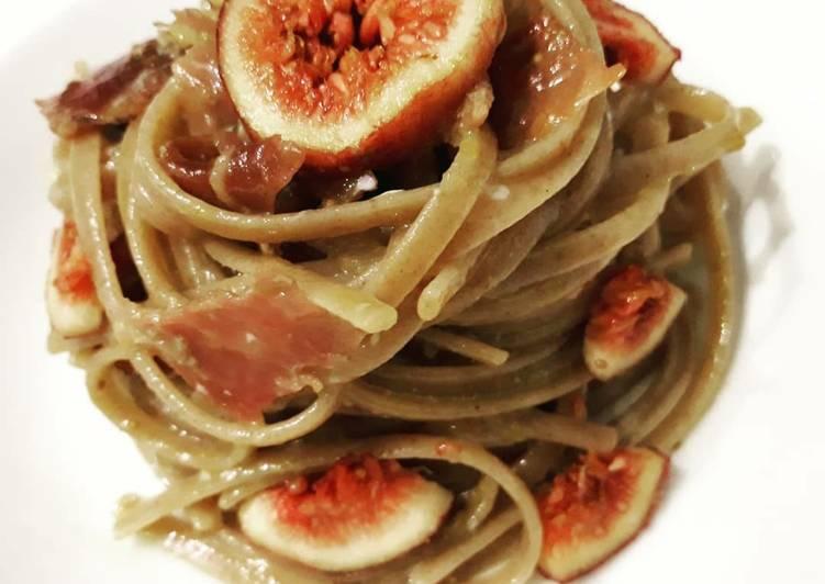 Spaghetti di farro con speck e fichi