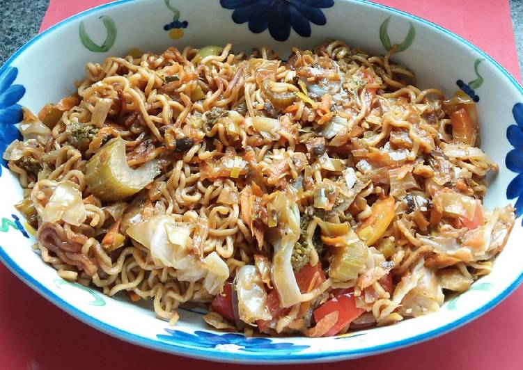 Recipe of Ultimate Stir-fry Pork Thai Noodles with Veges 😍🐖🍝🥗