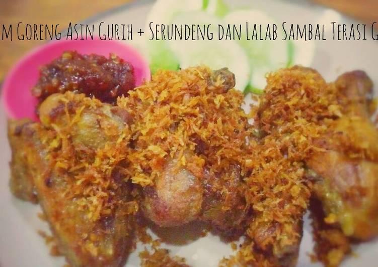 Ayam Goreng Asin Gurih + Serundeng, Lalab dan Sambal Terasi Goreng