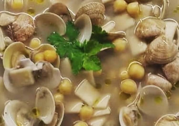 Ricetta Zuppa di ceci e vongole con quadrucci freschi