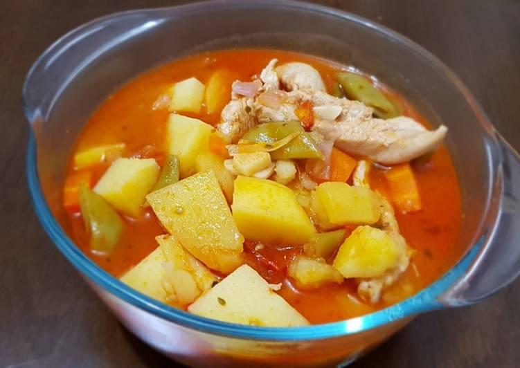 Chicken stew with vegetables يخنة دجاج و خضار