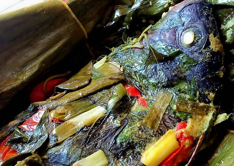 Bagaimana Menyiapkan Pepes ikan nila yang Sempurna