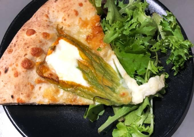 Pizza mozzarella fleur de courgettes