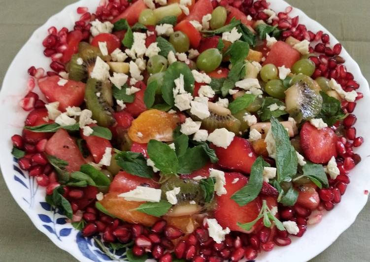 Step-by-Step Guide to Prepare Favorite Fresh Herbs Fruity Salad