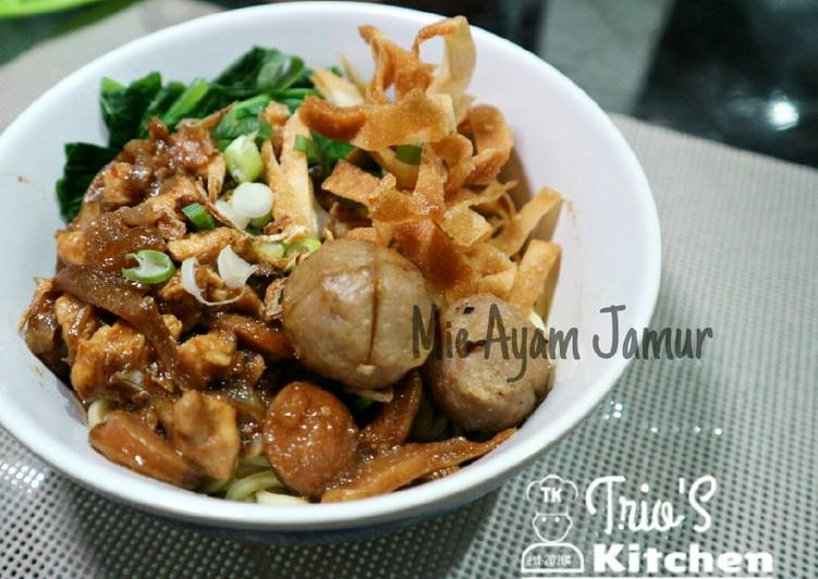 Mie Ayam Jamur (Chicken and Oyster Mushroom Noodle)