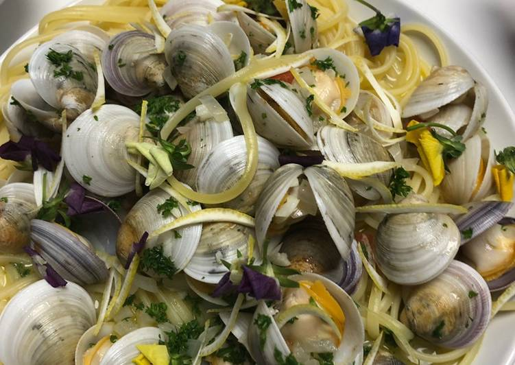 Clam pasta with garlic & wine