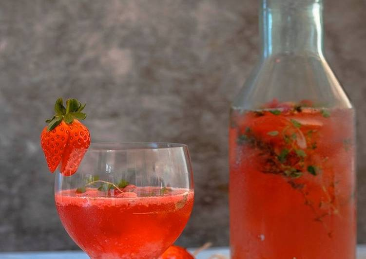 Thyme for berry mocktail