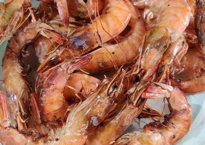 Grilled shrimp with lemon butter garlic sauce