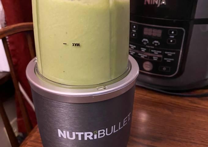 Avocado spinach banana smoothie