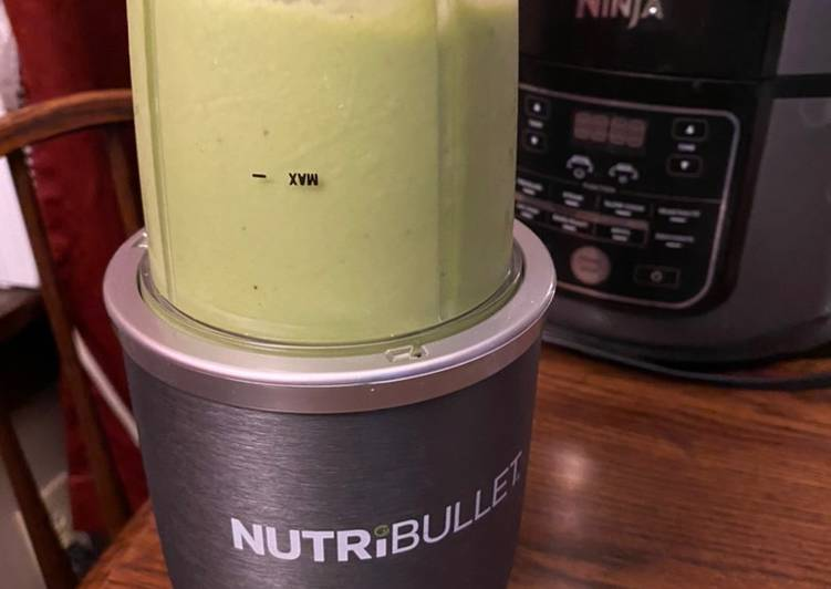 Avocado spinach banana smoothie