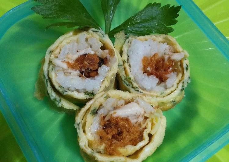 Nasi Gulung Telur (isi ayam + abon sapi)