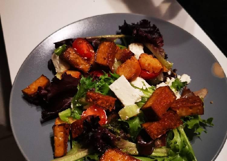 Salade au tofu fumé