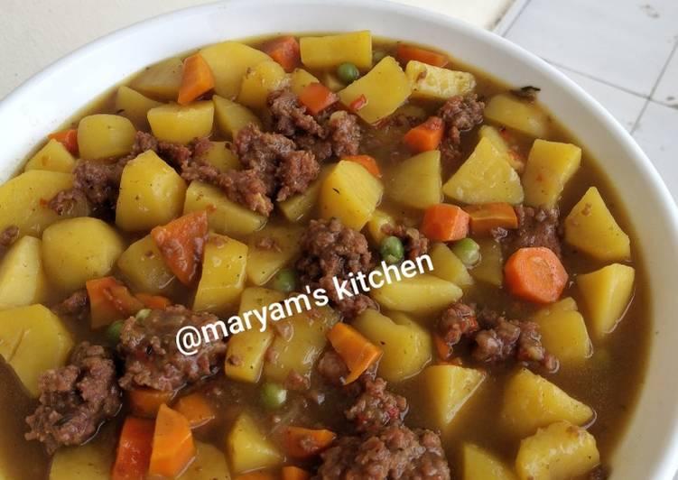 Potato and meatballs porridge
