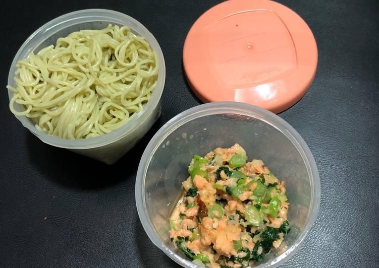 MPASI 7m Creamy Salmon Kale w/ Noodle