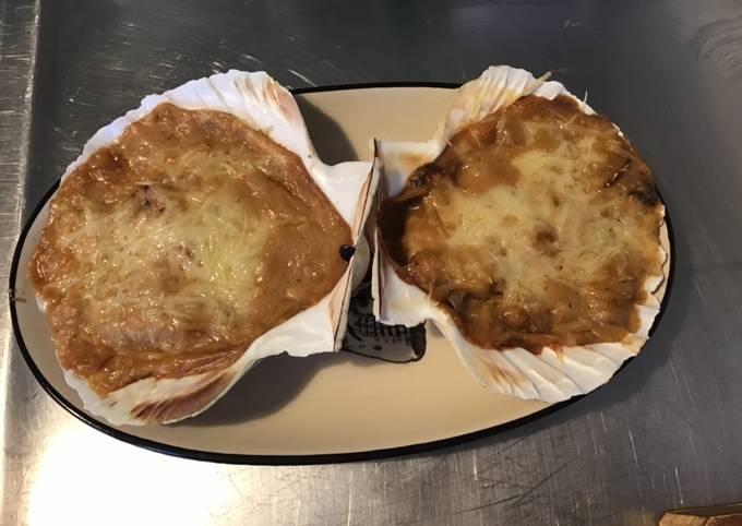 Coquilles saint Jacques gratinées béchamel et champignons bruns