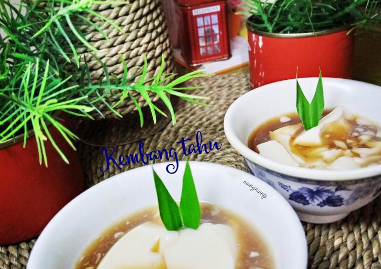 Kembang Tahu saus jahe (puding susu kedelai)