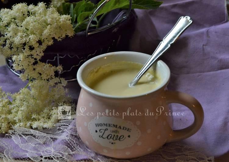 Les Meilleures Recettes de Petit pot de crème parfumée à la fleur de sureau noir