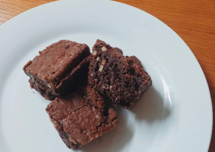 Brownies Panggang Isi Almond
