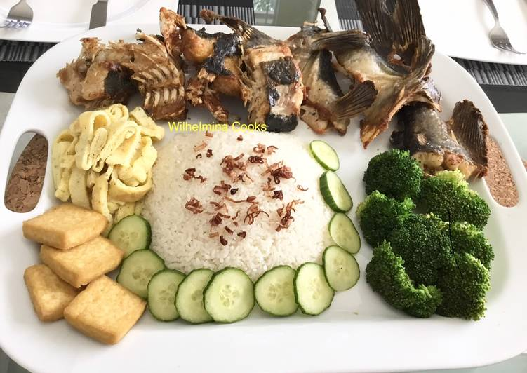 Fried Blue Catfish with Coconut Rice (Nasi Uduk)