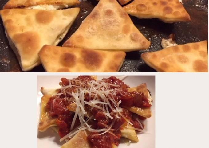 Crunchy Italian nachos (ravioli) with spicy tomato sauce