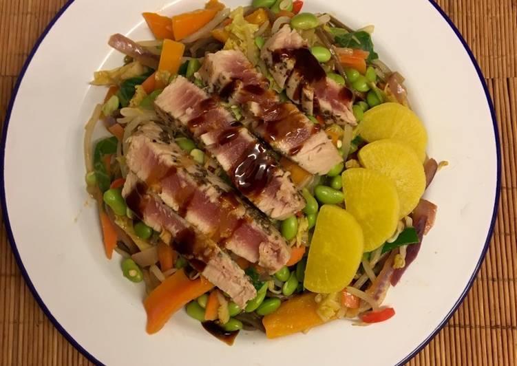 Seared teriyaki tuna with buckwheat soba and edamame beans GF 🇯🇵