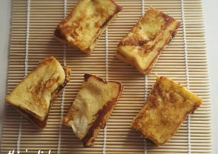 "French Toast Banana Milk with Potato Biscuits Crumbs edisi ""Easy Breakfast"""