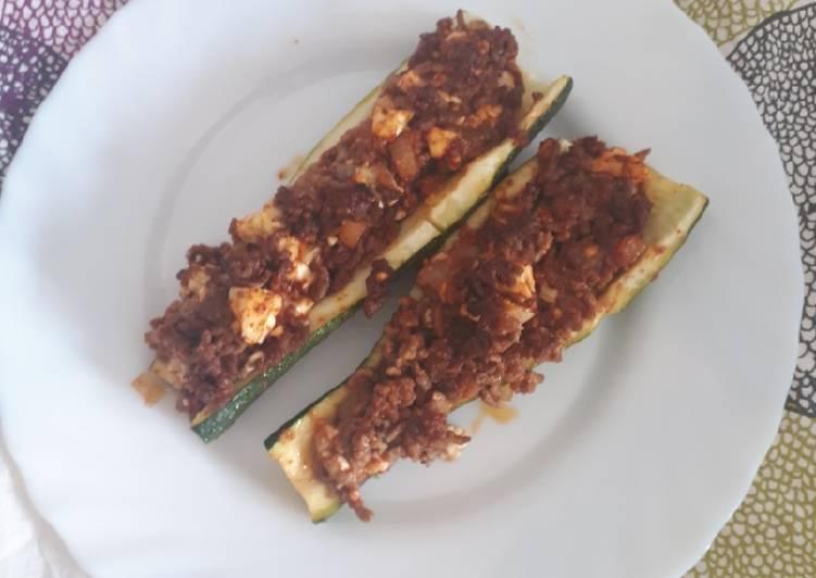 Zucchini mit Hackfleisch-Feta-Füllung