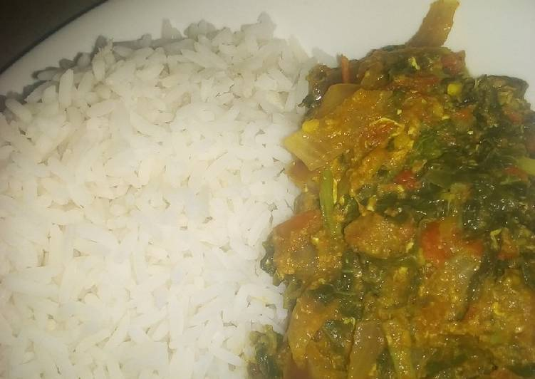 Recipe of Perfect White rice with spinach and egg sauce